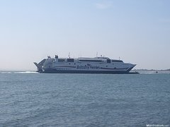 Brittany_Ferries_Normandie_Express_passing_Southsea_3_.JPG