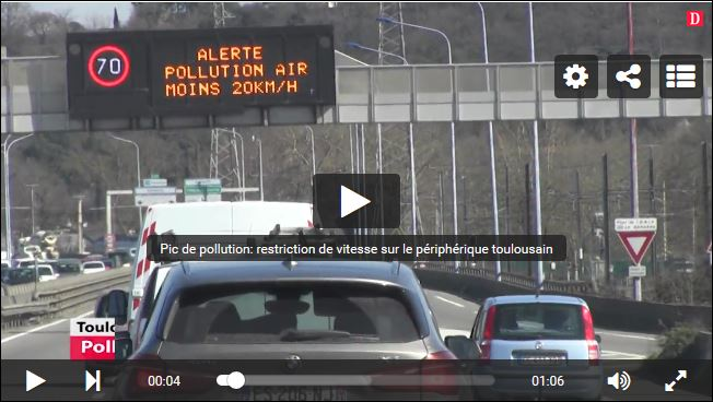 air pollution sign on gantry.JPG