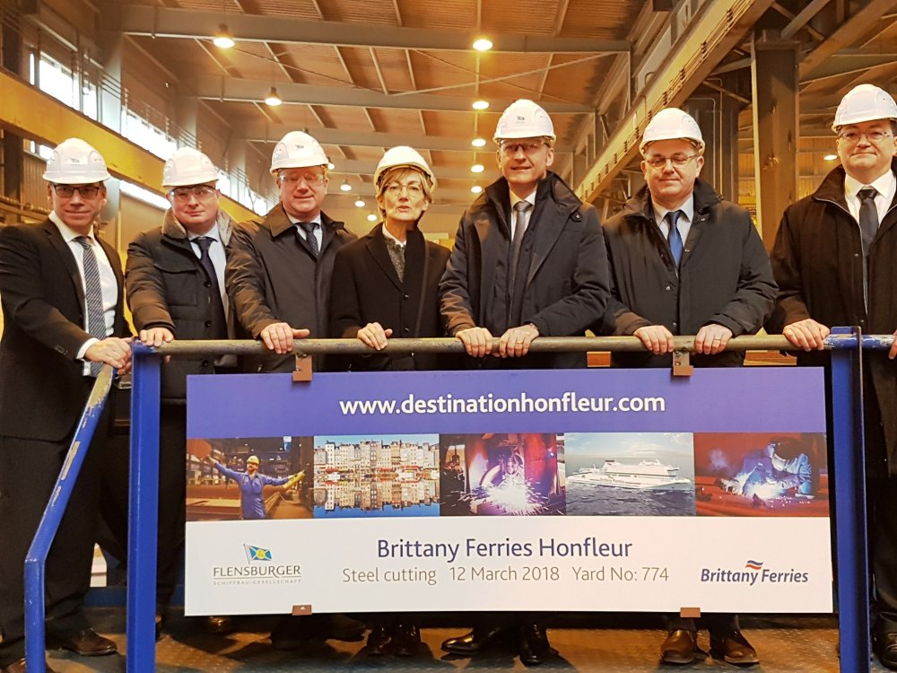 Honfleur steel cutting 12 march 2018 2.jpg