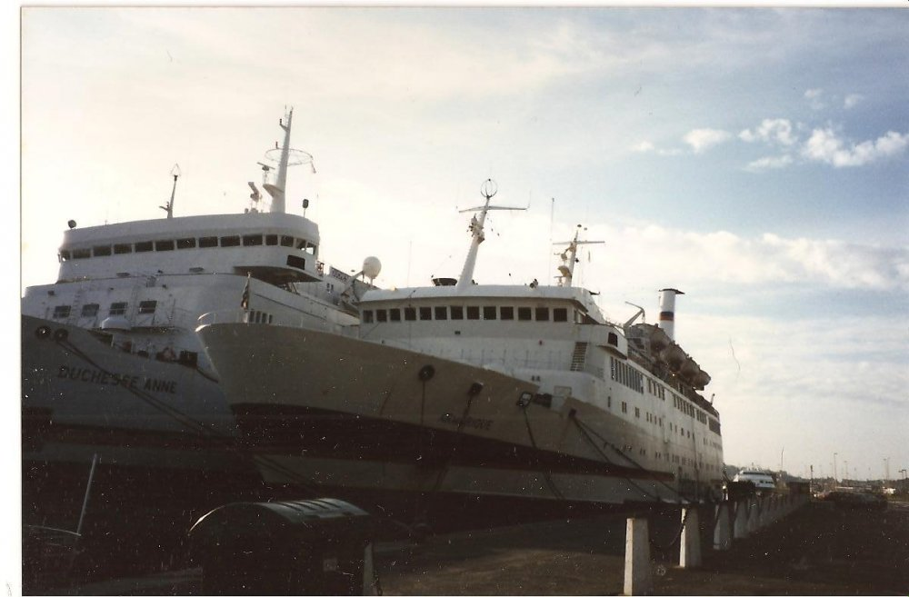 Mv Duchess Anne & Armorique  Laid up in St Malo 1993 no2.jpg