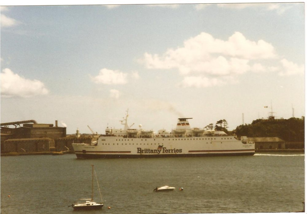 Mv Duchess Anne Leaving Cork Ireland for Rosscolf France no2.jpg