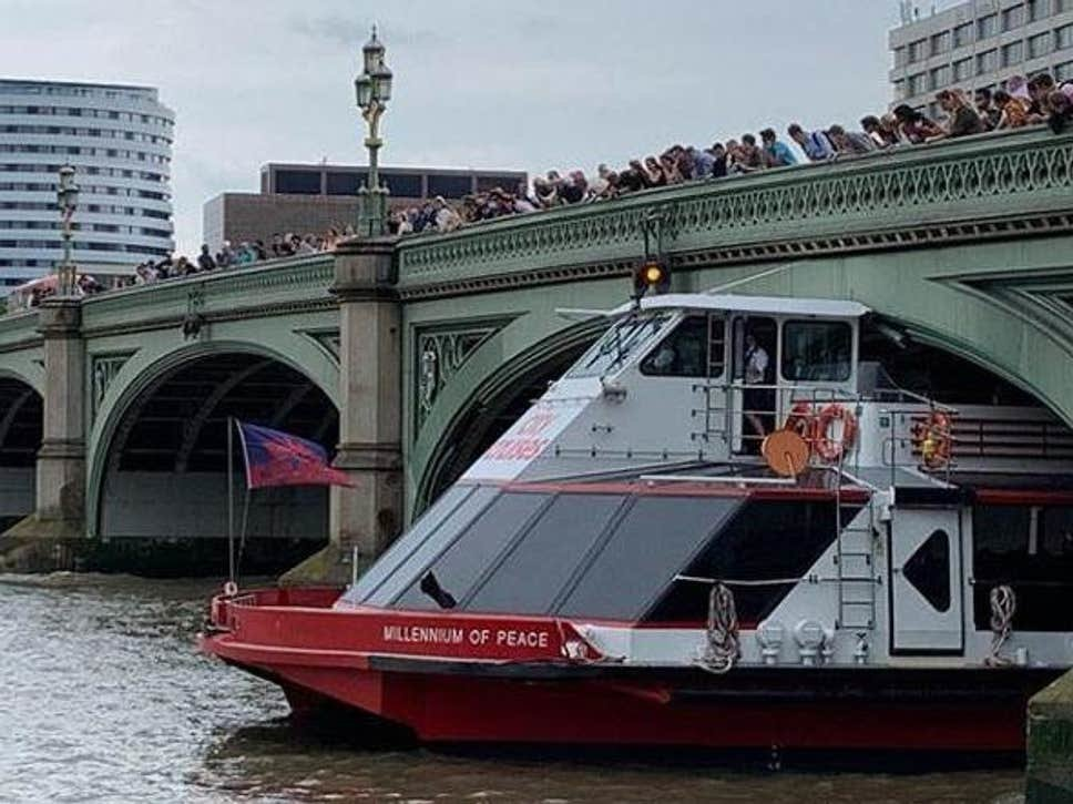 westminster-bridge-boat.jpg